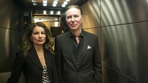 El matrimonio suecobajo el que se oculta el seudónimo Lars Kepler, durante su visita a Barcelona para presentar El cazador.
