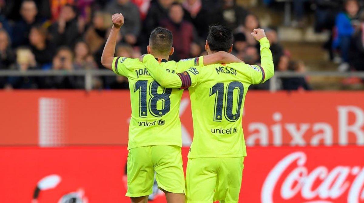 Messi y Alba celebran el 0-2 en Montilivi.