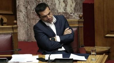 Tsipras supera su primera moción de censura presentada por el caso Macedonia