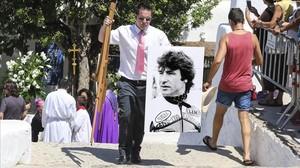 Un momento del funeral de Ángel Nieto, este sábado en Eivissa.