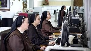 El Papa pide a las monjas que no abusen de las redes sociales