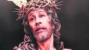 Multa de 480 euros per difondre un fotomuntatge de la seva cara i el crist d'una germandat