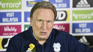 Neil Warnock, entrenador del Cardiff City, en conferencia de prensa.