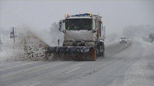 Imagen de una nevada en la N-420 en Gandesa (Terra Alta).