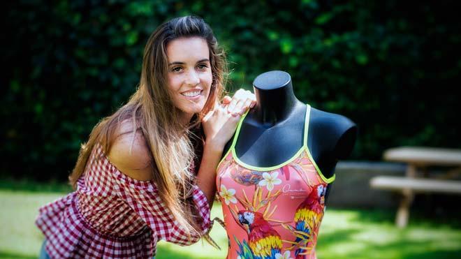 Ona Carbonell presenta su línea de ropa de baño.
