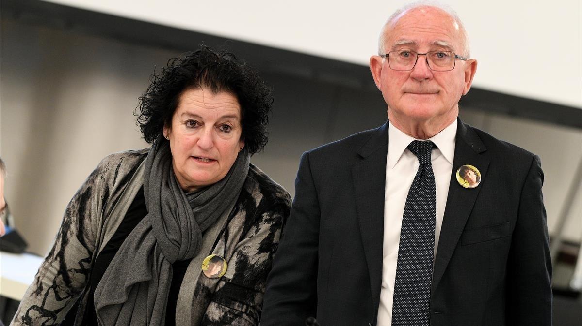 Paco Zapater y su esposa Nuria,padres de la victima espanola Clara Zapater a su llegada para asistir a la primera sesion del juicio contra diez presuntos responsables de la tragedia de la Loveparade del 2010.