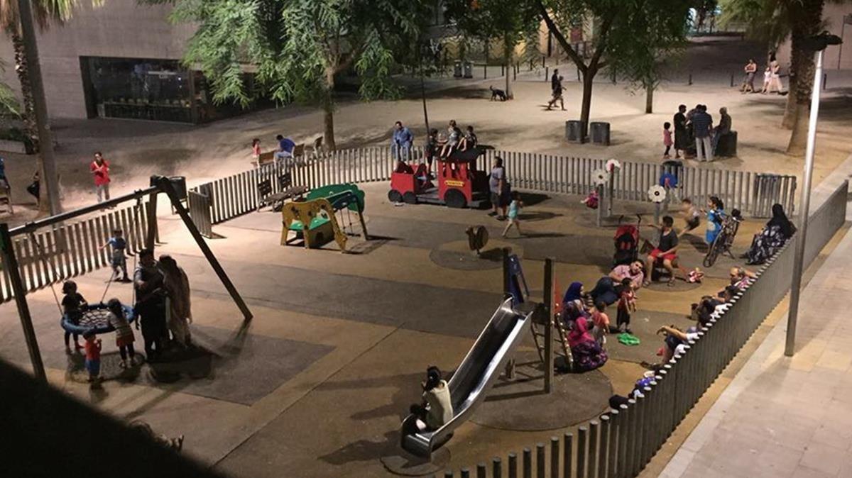 El parque infantil de Salvador Seguí, la noche del atentado, a las 0.20 horas.