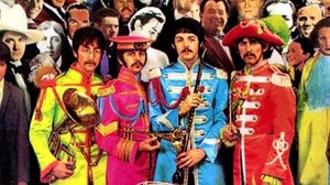 Portada de Sgt. Peppers Lonely Hearts Club Band de los Beatles.