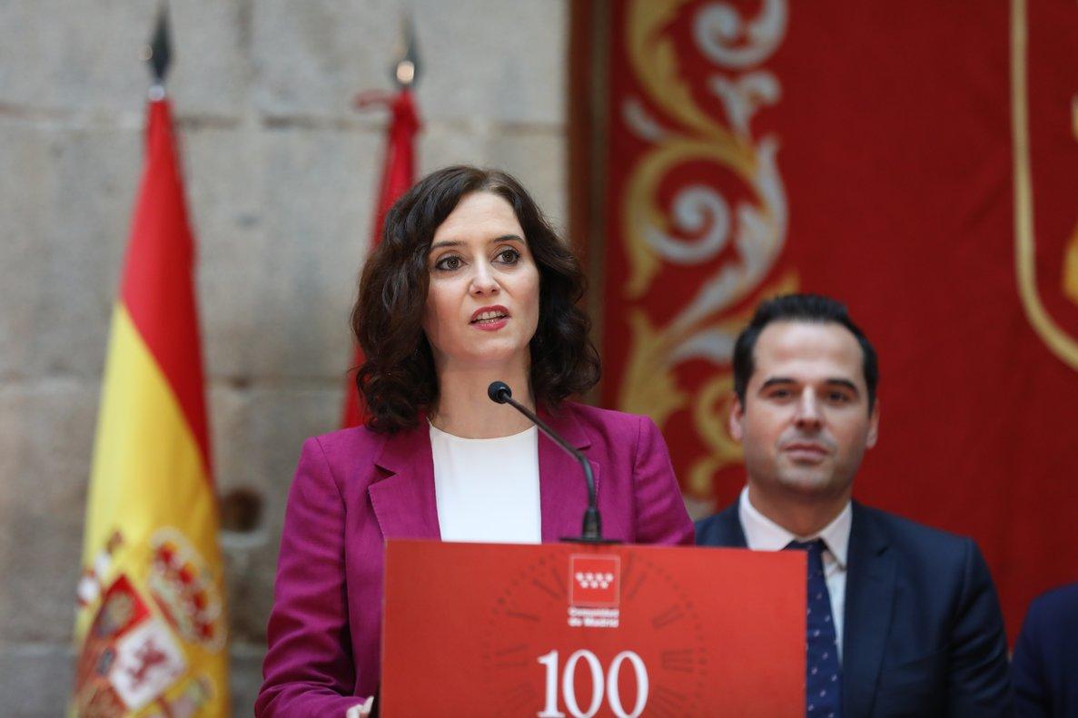 La presidenta de la Comunidad de Madrid, Isabel Díaz Ayuso, acompañada por el vicepresidente Ignacio Aguado en la celebración de los 100 días del gobierno.