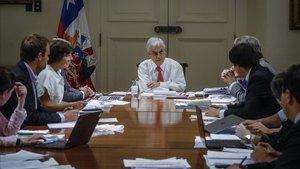 El presidente de Chile, Sebastián Piñera, presidela reunión del comité de emergencia por el coronavirus, este miércoles.
