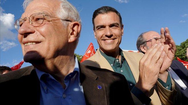 El presidente en funciones y líder del PSOE, Pedro Sánchez, cierra campaña en Madrid junto a sus candidatos
