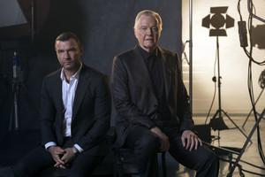 Ray Donovan y su padre, Mickey.