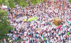Concentración para pedir la readmisión de los trabajadores despedidos de la empresa municipal de limpieza de Getafe.