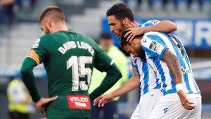 Willian José celebra su golcon Merino ante la decepción de David López.