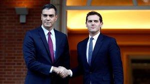 Sánchez y Rivera, el 16 de octubre del 2019, antes de la reunión que han mantenido en La Moncloa para tratar sobre la violencia en Catalunta tras al sentencia del 'procés'.