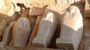 Sarcófagos saítas hallados en la excavación de Oxirrinco.