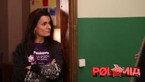 La actriz Lara Díaz, como la polaca Anna Gabriel, en el programa satírico de TV-3 Polònia.