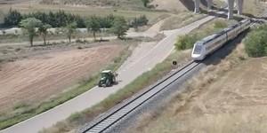 Tractores más rápidos que trenes: el drama del ferrocarril en Teruel
