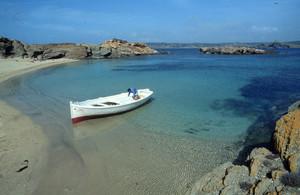 Una de las calas de la isla de Colom, en Menorca.