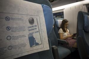 Vagón en silencio del AVE Barcelona-Madrid.