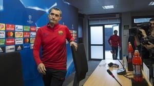 Valverde, a punto de comenzar la rueda de prensa previa al Barça-Chelsea.