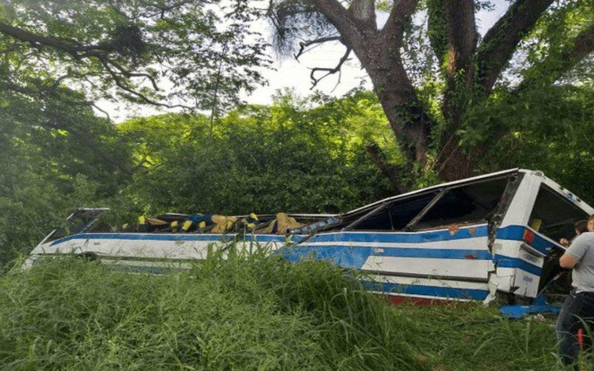 Accidente de un camión de pasajeros en Venezuela.