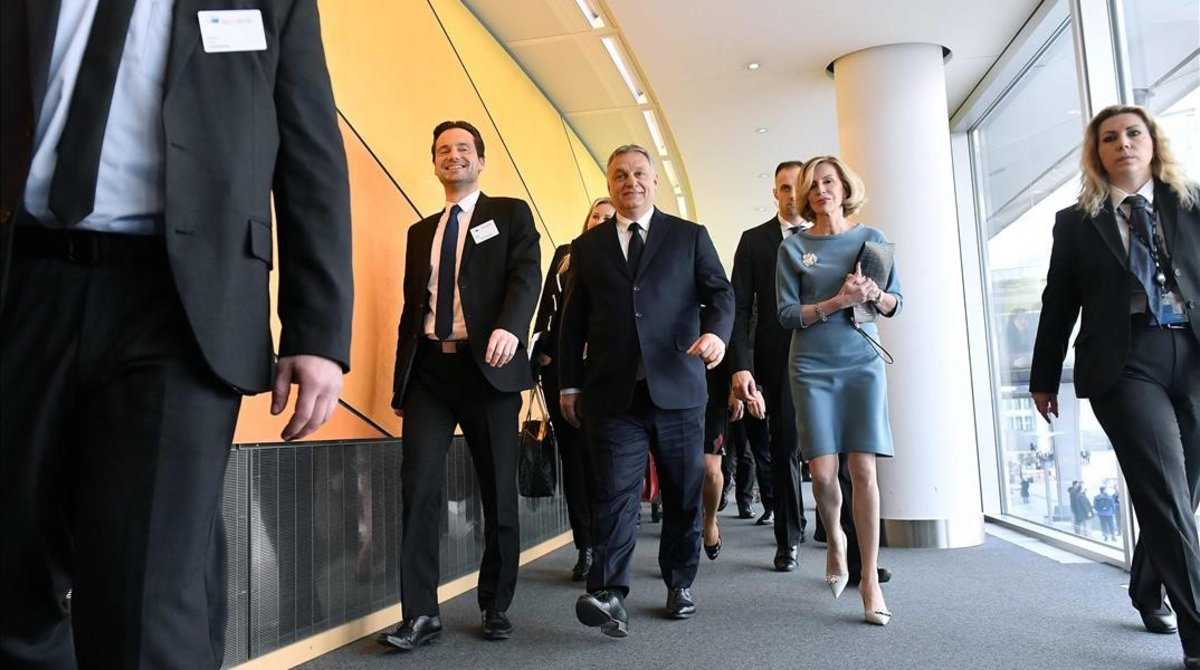 Viktor Orbán, a su llegada a la reunión del PPE.