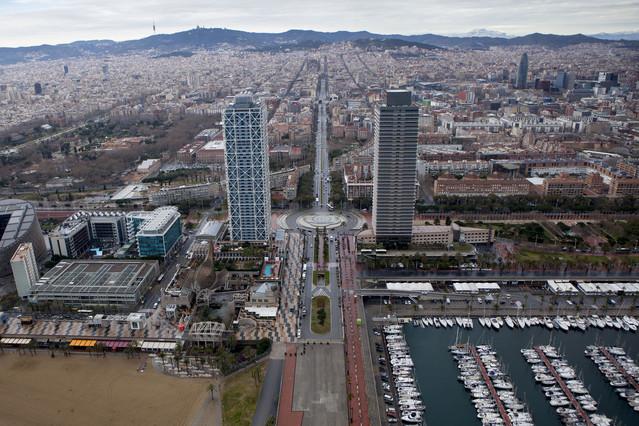 Vista de Barcelona desde las torres Mapfre en la Vila Olímpica.