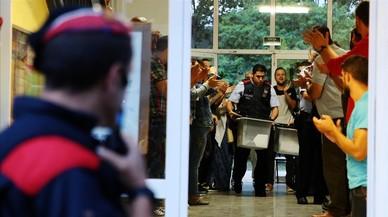 Un juez de Sabadell imputa a altos mandos de los Mossos por el 1-O