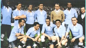 La selección uruguaya campeona olímpica en 1928, con Andrés Mazali de portero.