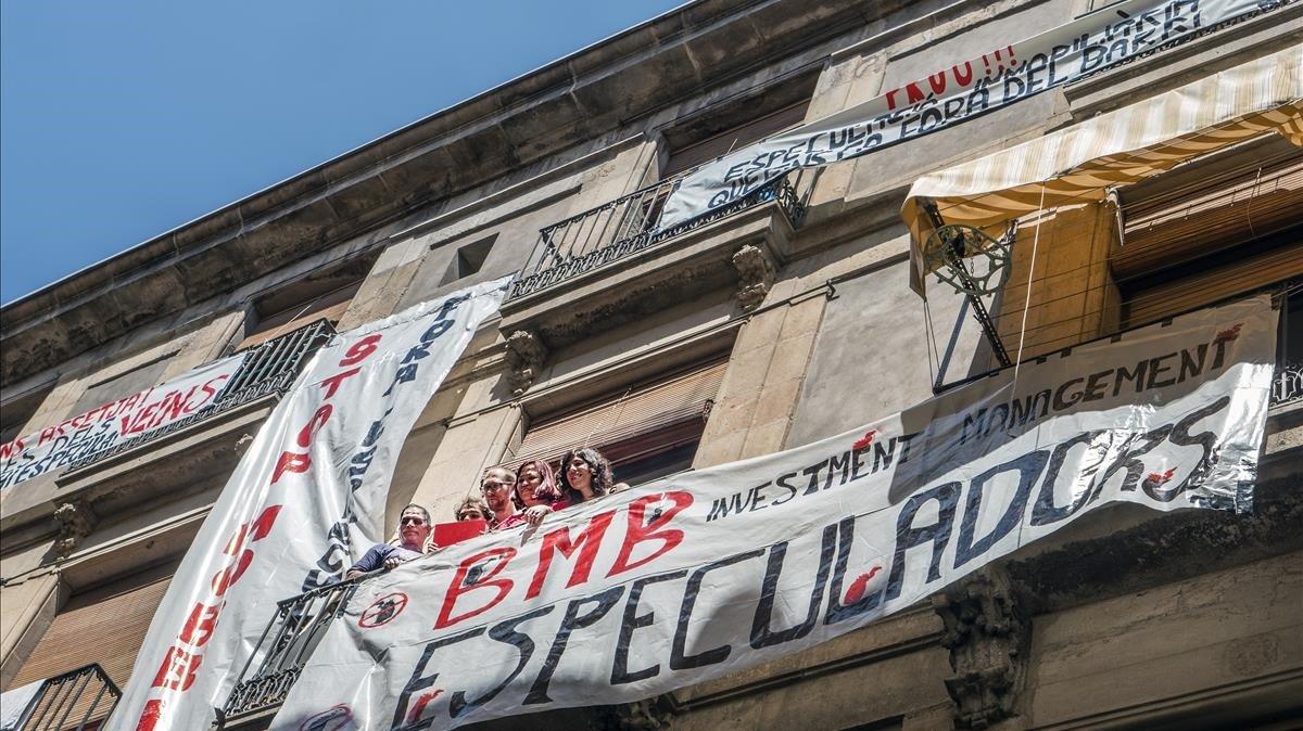 Protesta del Sindicat de Llogaters de Barcelona contra el asedio inmobiliario, en julio del 2018.