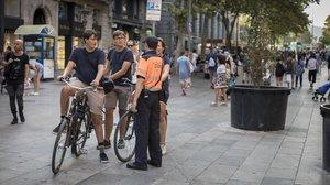 Barcelona inverteix 2,5 milions de la taxa turística a contractar agents cívics