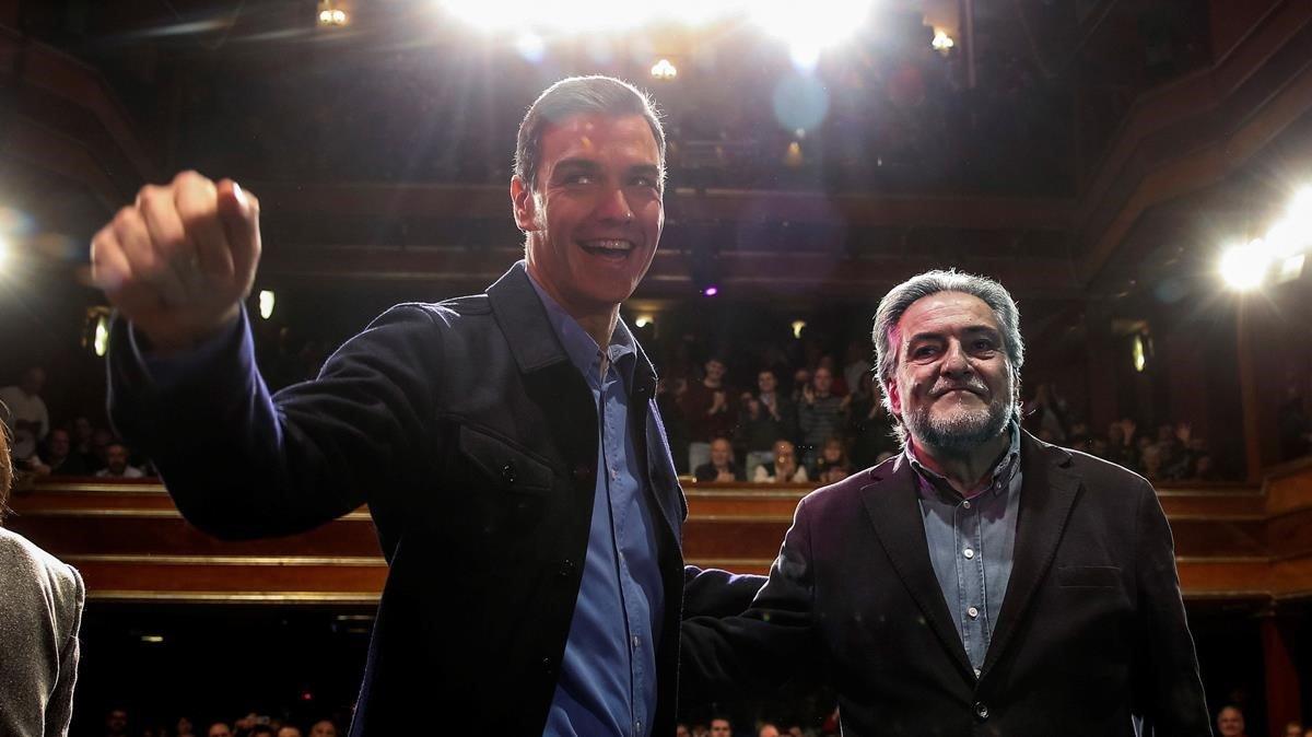 Pedro Sánchez y Pepu Hernández, en la presentación de la precandidatura del exseleccionador de baloncesto.