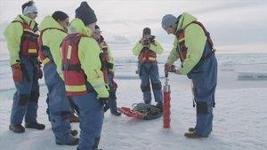 Extracción de hielo del Ártico canadiense, en el que luego se han hallado microplásticos.