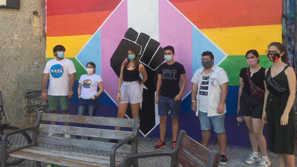 Tornen a pintar el mural LGTBI a Gavà després de rebre un atac