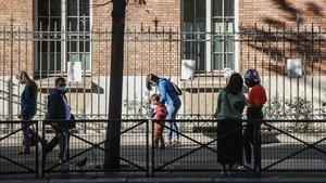 Primer día de colegio, el pasado martes, en una escuela pública del distrito 15º de París.