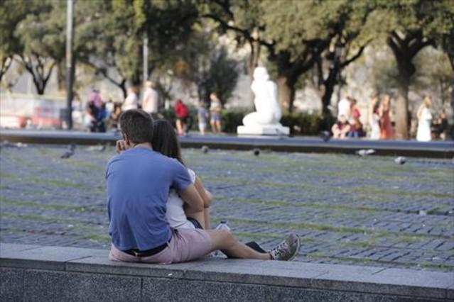 Una pareja, en Barcelona.