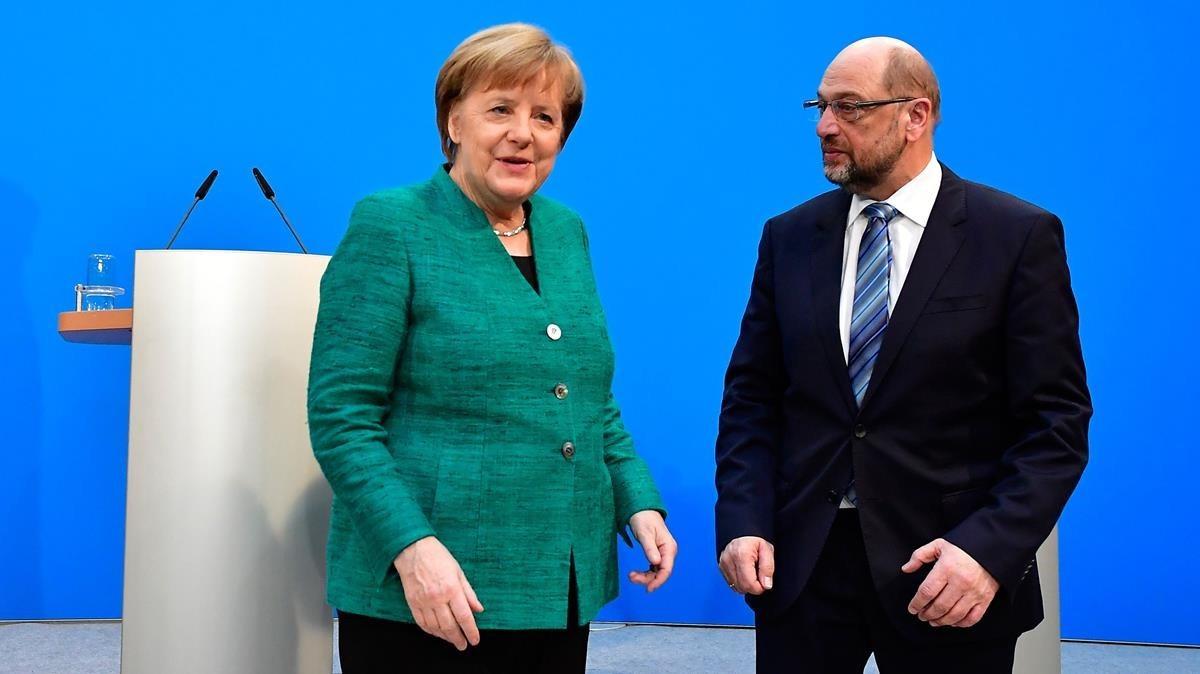 La cancillera Ángela Merkel, líder de la CDU, y Martin Schulz, líder del SPD, tras el acuerdo de la Gran Coalición.