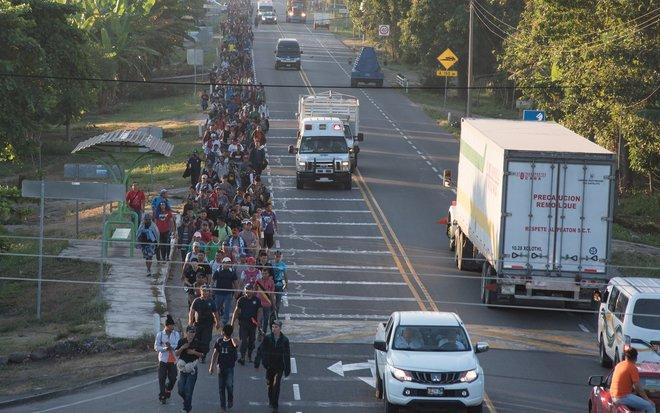 Una nueva caravana de migrantes hondureños parte hacia EEUU