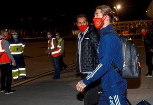 Sergio Ramos durante la llegada de la selección española a Sevilla.