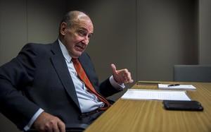 El abogado Miquel Rocaen su despacho profesional.