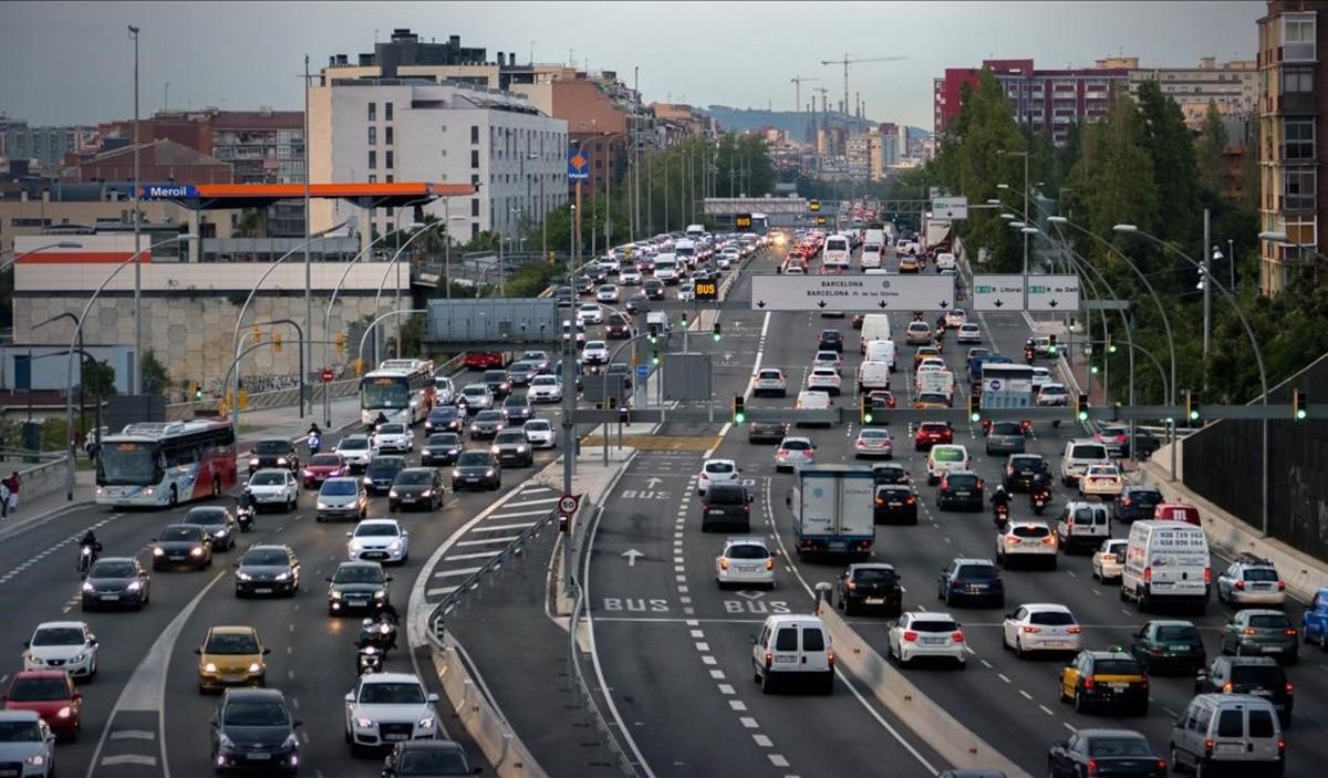 Accesos a Barcelona por la Meridiana a primera hora de la mañana.