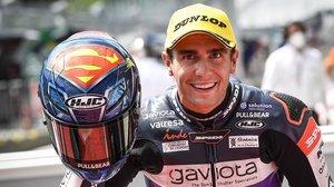 Albert Arenas (KTM) se ha disfrado de 'Superman' para ganar, hoy, en Austria.