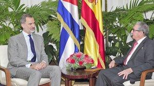 El rey Felipe VI, reunido con Raúl Castro, ayer en La Habana.