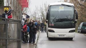 Autobús que ha llevado a los niños alemanes de la escuela Ginebró,donde realizaban estos días otro intercambio,al aeropuerto del Prat.