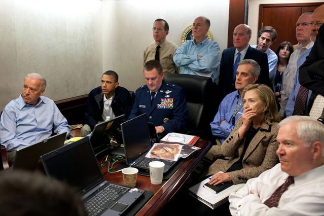 Obama, con el vicepresidente y el Equipo Nacional de Control de Seguridad, observando en directo la misión contra Osama bin Laden, en mayo pasado.