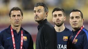 Barbará (ayudante), Luis Enrique, Pol (preparador físico) y Valdés (psicólogo), en Doha.