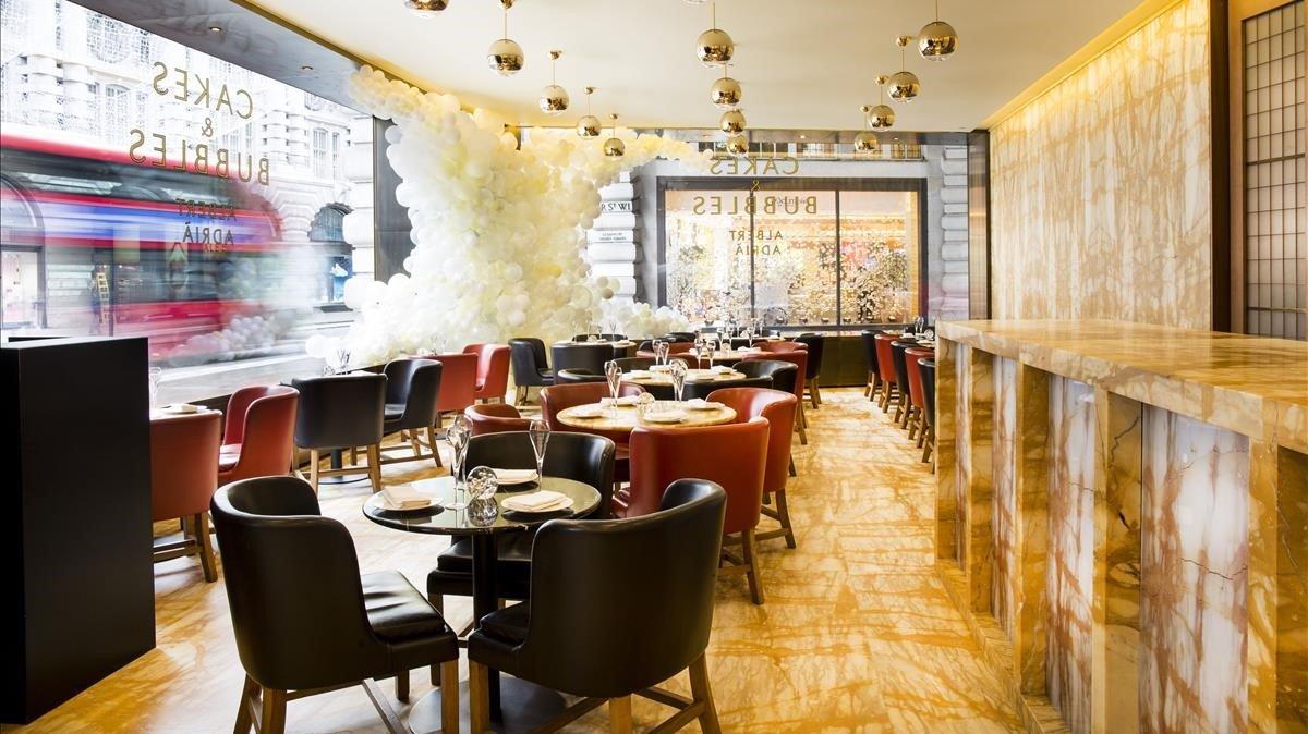 El salón Cakes & Bubbles está en el Hotel Café Royal.