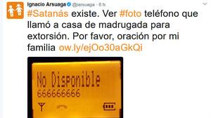 Captura en la cuenta de Twitter oficial de Ignacio Arsuaga, este lunes, del tuit en el que supuestamente denuncia que Satanás le ha llamado.