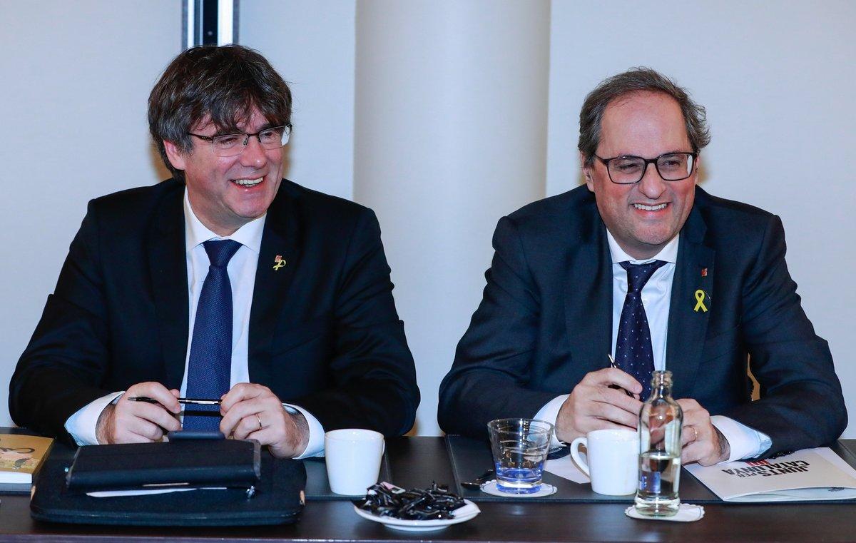 Carles Puigdemont y Quim Torra durante una reunión de JxCat en Bruselas, el pasado 21 de enero.
